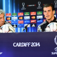 CARDIFF, WALES - Tuesday, August 12, 2014: Real Madrid's head coach Carlo Ancelotti and Gareth Bale during a press conference ahead of the UEFA Super Cup at Cardiff City Stadium. (Pic by Pool/Getty Images/Propaganda)