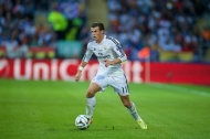 CARDIFF, WALES - Tuesday, August 12, 2014: Real Madrid's Gareth Bale sets-up the first goal against Sevilla during the UEFA Super Cup at the Cardiff City Stadium. (Pic by David Rawcliffe/Propaganda)
