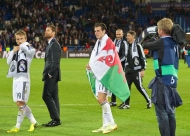 CARDIFF, WALES - Tuesday, August 12, 2014: Real Madrid's Gareth Bale celebrates with a Wales flag after winning the UEFA Super Cup following a 2-0 victory over Sevilla at the Cardiff City Stadium. (Pic by David Rawcliffe/Propaganda)